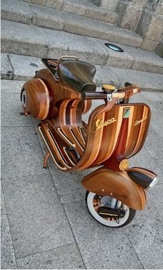 Portuguese carpenter Carlos Alberto built a fully-functioning Vespa out of laminated hardwood. He built it for his daughter Daniella and subsequently named it after her. The era scooter is built to the same exact dimensions of the original, iconic Vespas. Piaggio Vespa, Lambretta Scooter, Scooter Scooter, Retro Scooter, Scooter Motorcycle, Vintage Vespa, Triumph Motorcycles, Ducati, Retro Roller