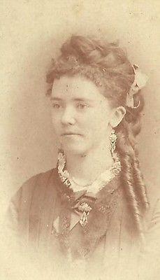 CDV PHOTO BEAUTIFUL YOUNG VICTORIAN WOMAN LONG RINGLET CURLS PRETTY FACE