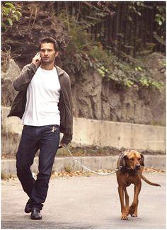 Olivier Martinez and the adorable Sheba. Long legged duo.