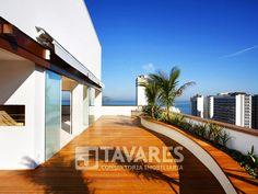 Com amplo terraço com piscina circundando todo imóvel, no segundo piso da cobertura há duas suítes com vista total para o mar e varanda com ofurô. Clique na imagem e confira mais detalhes do imóvel! #RioDeJaneiro #Leblon #ImoveisDeLuxo