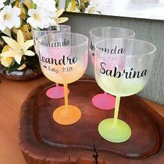 """Sabrina Novaes Handmade no Instagram: """"Bom dia com novidade! Lindas taças de gin personalizadas com adesivo vinil! São perfeitas para o Natal ou para o seu réveillon! Peça já a…"""""""