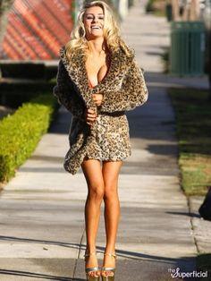 http://static.thesuperficial.com/uploads/2011/12/09/courtney-stodden-bikini-fur-coat-1209-06-435x580.jpg