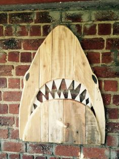 Whales and sharks aren't that easy to be tamed and kept as pet at home. Infact this is a symbol of horror and brutality near me, though this always scared me whenever I came across this pallet wood art piece, but we thought it still could be a charm for any of you.