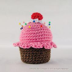 Cupcake Pincushion Amigurumi Pattern (FREE) - http://pinterest.com/Amigurumipins