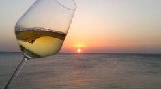 ¿Por qué bebemos tan mal en verano?
