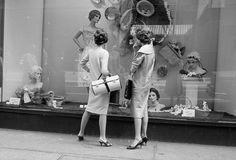 Vivian Maier  -  Chicago, Il, 1957 (2 women in front of store) / Silver Gelatin Print  -  10 x 15