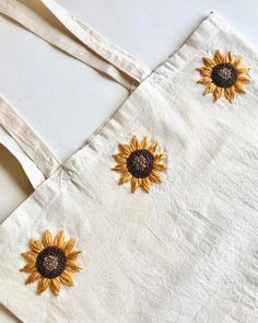 So Here's A Sunflower Tote Bag🌻 Embroidery On Clothes, Embroidery Bags, Simple Embroidery, Embroidered Clothes, Hand Embroidery Patterns, Cross Stitch Embroidery, Embroidered Gifts, Bordado Floral, Creations