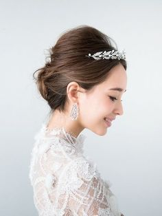Bridal Updo To The Side Veils Trendy Ideas Bridal Hairdo, Hairdo Wedding, Bridal Tiara, Wedding Hair And Makeup, Bridal Makeup, Veil Hairstyles, Party Hairstyles, Wedding Hairstyles, Wedding Party Hair