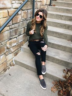 how to wear black jeans, wear black jeans with olive green