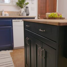 Easy Kitchen Island Upgrade - If your kitchen island feels like it's floating out of fashion, maybe it's time for an upgrade. Kitchen Island Upgrade, Portable Kitchen Island, Kitchen Island Decor, Kitchen Cabinets, Kitchen Islands, Rustic Kitchen, Diy Bedroom Decor, Diy Home Decor, Kitchen Upgrades