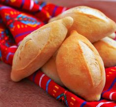 Mexican Sweet Breads, Mexican Bread, Mexican Food Recipes, Mexican Pastries, Pan Bread, Bread Baking, Bolillos Bread, Bolivian Food, Salvadorian Food