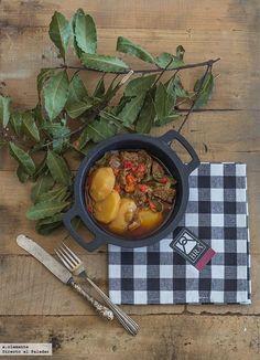 Directo al Paladar - Receta de aguja de ternera guisada con pimientos y patata