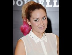 Lauren dyes her hair pink