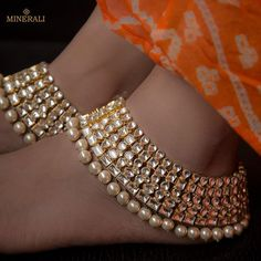 Fashion Anklets Bracelets - Add flare to your style, express your creativity Indian Wedding Jewelry, Indian Jewelry, Bridal Jewelry, Gold Jewellery, Pakistani Jewelry, Dainty Jewelry, Indian Bridal, Jewelry Rings, Ankle Jewelry