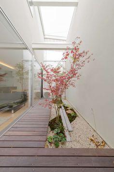 ウッドゲートの家: 一級建築士事務所 株式会社KADeLが手掛けた枯山水です。 Zen Interiors, Japanese Landscape, Patio Interior, Steam Spa, Ancient Architecture, Garden Styles, Backyard Landscaping, Garden Art, Exterior Design