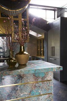 Kitchen design by Trilbey Gordon – Colorful kitchens trend – interior design tre… Interior Design Trends, Interior Design Kitchen, Interior Decorating, Design Interiors, Stone Interior, Colorful Interiors, Küchen Design, Layout Design, House Design