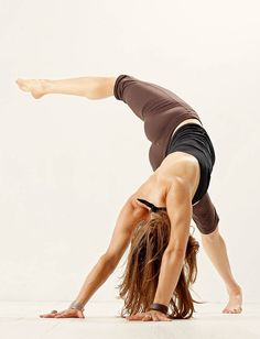 Perfect hip flexor stretch, my hips get SO tight from so much spinning!