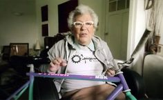 Mamy Andree fait du fixie et du BMX ! Bmx, Fixed Gear, Urban Bike, Bicycles