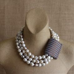 3PEARLS NECKLACE