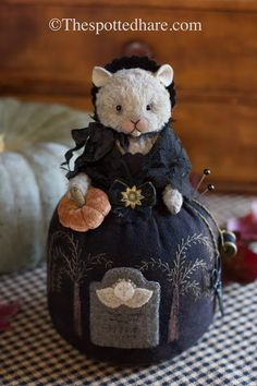 The Spotted Hare Gallery: October 2018 Sewing Hacks, Sewing Crafts, Sewing Projects, Shabby Chic Crafts, Half Dolls, Penny Rugs, Wool Applique, Sewing Accessories, Stuffed Animal Patterns