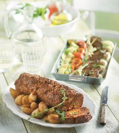 The ultimate family dinner with sweet peas and carrots! Serve with potatoes, fried, baked or mashed and a nice salad on the side. Greek Recipes, Meatloaf, Tandoori Chicken, Carrots, Fries, Food Porn, Pork, Potatoes, Cooking Recipes