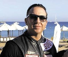 Gangsterism Out : Hells Angels David Lefebvre raided for trafficking. Hells Angels, Motorcycle Clubs, Ancient Artifacts, Social Events, Chevrolet Corvette, Bikers, Mafia, Instagram Story, Mens Sunglasses