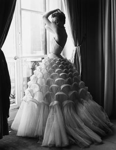 Ivy Nicholson in evening gown photographed by Regina Relang | 1953 | #vintage #1950s #fashion