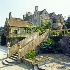 Inside Jane Seymour's House in England Look Inside Jane Seymour's Romantic English Manor English Country Manor, English Manor Houses, English House, English Countryside, English Cottages, English Tudor, English Style, Architectural Digest, Beautiful Buildings