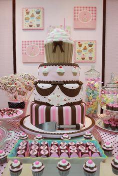 Decoração de aniversário com cupcakes