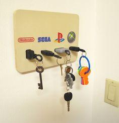 Video Game Plug Key Chain Holder Organizer Nintendo Nes Sega Genesis PlayStation and Xbox Hey, ich f Playstation, Xbox, Diy Organizer, Decoracion Low Cost, Nintendo, Game Keys, Key Chain Holder, Gaming Desk, Game Room Design