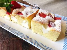 Raspberrybrunette: Bublanina s jahodami a tvarohom Yummy Treats, Delicious Desserts, Sweet Treats, Yummy Food, Sweet Recipes, Cake Recipes, Czech Recipes, Sweets Cake, Desert Recipes