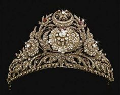 Next up, from the Ottoman Empire, Turkey, c.1800 is this imposing and highly decorative ruby and diamond tiara.