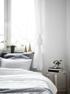 Dreamy and light bedroom - via cocolapinedesign.com #bedroom #plants
