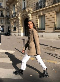 winter business outfits to be the fashionable woman in your office 11 ~ my. winter business outfits to be the. Converse Outfits, Blazer Outfits, Beige Blazer Outfit, Brown Blazer, Fashion Moda, Look Fashion, Womens Fashion, French Women Fashion, French Style Fashion