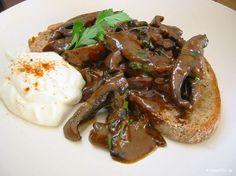 Τα μανιτάρια stroganoff είναι η πιο γρήγορη και χορταστική παρασκευή με μανιτάρια, που μπορείτε να φτιάχνετε. Greek Recipes, My Recipes, Greek Dishes, Weight Watchers Meals, Recipe Collection, Food Styling, Food To Make, Stuffed Mushrooms, Food And Drink