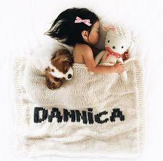 Cream blanket & dark gray name Dark Grey Color, Gray, Big Beds, Kids Sleep, Cozy Blankets, Baby Names, Baby Knitting, Kids Rugs, Quilts