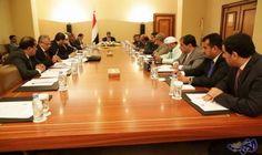 الحكومة الشرعية اليمنية تعرض موازنتها الأولى لعام 2018 منذ أربعة أعوام: أعلنت الحكومة الشرعية اليمنية عن موازنتها للعام 2018 كأول ميزانية…