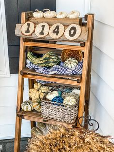 Cute and Easy DIY House Number Sign For Fall! | this is literally the FASTEST and EASIEST project you may ever see. I think it took me a total of 4 minutes to make… and that's INCLUDING the time for my hot glue gun to heat up!! #HouseNumber #FallSign #FallPorchDecor Decorating On A Budget, Porch Decorating, Diy Porch, Mini Christmas Tree, Porch Signs, House Numbers, Diy Signs, Fall Diy, Project Yourself