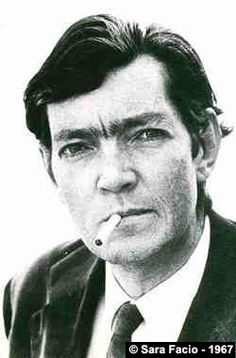 Julio Cortázar: Julio Cortazar, Argentinian novelist, short story writer, and essayist. Known as one of the founders of the Latin American Boom, Cortázar influenced an entire generation of Spanish-speaking readers and writers in the Americas and Europe. Story Writer, Book Writer, Writers And Poets, Essayist, Playwright, James Joyce, Colin Firth, How To Speak Spanish, Oscar Wilde