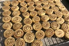 Zimtschnecken – Plätzchen Cinnamon Roll Cookies, a delicious recipe from the category biscuits & cookies. Easy Smoothie Recipes, Easy Cookie Recipes, Sweet Recipes, Snack Recipes, Cinnamon Roll Cookies, Cinnamon Rolls, Cinnamon Cream Cheeses, Biscuit Cookies, Pumpkin Spice Cupcakes