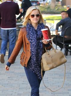 Reese Witherspoon - Reese Witherspoon Heads to the Chiropractor