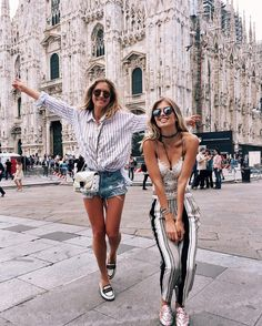- Bff looks 💗 Best Street Style, Street Style Outfits, Best Friend Goals, Best Friends, Only Shorts, Summer Outfits, Cute Outfits, Casual Outfits, Friend Pictures