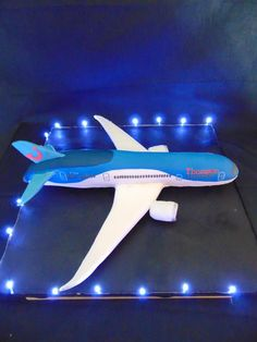 МК торт самолет -Boeing 787 Dreamliner cake construction tutorial - Мастер-классы по украшению тортов Cake Decorating Tutorials (How To's) Tortas Paso a Paso Fancy Cakes, Mini Cakes, Cupcake Cakes, Car Cakes, Retirement Cakes, Retirement Parties, Planes Cake, Airplane Party, Airplane Cakes