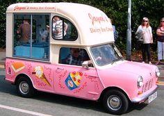 A vintage ice cream truck. Mini Camper, Antique Trucks, Vintage Trucks, Trailers, Food Vans, Vintage Ice Cream, Ice Cream Van, Mobile Business, Classic Chevy Trucks
