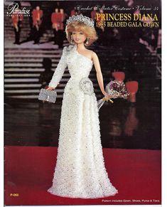 La princesse Diana a apporté une modification BOLD de ses fioritures habituelles et les arcs avec sa première robe colonnaire élégant par Hachi