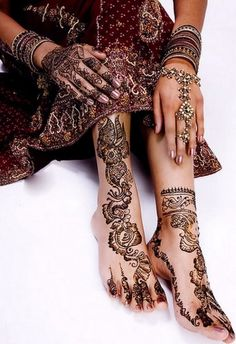 Beautiful Mehndi Style For Feet