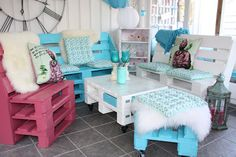 Pallet Furniture DIY - Recycled Pallets Projects Ideas & Plans - Part 4 Pallette Furniture, Pallet Furniture Designs, Wood Pallet Furniture, Furniture Projects, Wood Pallets, Furniture Making, Garden Furniture, Diy Furniture, Outdoor Furniture Sets