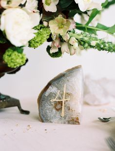 Gold leaf table numbers (Print in Cursive) - Elegant Agate Inspired Wedding Ideas captured by Leone Patrone / via oncewed