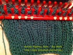♥LMW-MRS♥This yarn has been sitting in yarn trunk for a long time, so I'm quickly making a scarf with cables.  If you look closely at the peg, I have them mark with a heart, those are the peg that I moved from right to left, and left to right to make the cable.