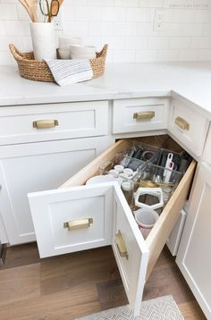 A super smart solution for using the corner space in a kitchen - kitchen corner drawers! Small Kitchen Storage, Kitchen Cabinet Storage, New Kitchen Cabinets, Kitchen Small, Country Kitchen, Smart Kitchen, Small Storage, Corner Cabinets, White Cabinets